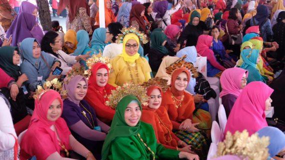 Tim PKK Gowa Kenalkan Baju Bodo Tokko di Jambore Nasional